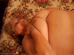 Thick bitch does blowjob peasant