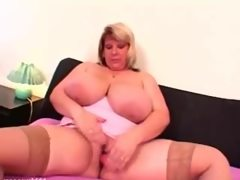 Chubby plumper bbw babe toying her..