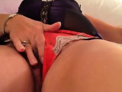 Hairy amateur mama masturbating
