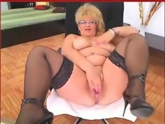 Mature blond haired big bottomed woman..