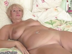 Chubby granny gets her old pussy..