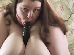 Ssbbw shaking her ass and playing with..