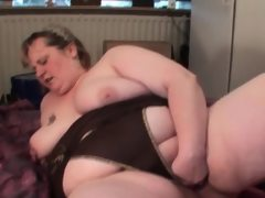 Dick sucking mature bbw fists her big..